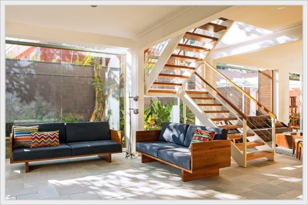 Sala de estar bem arejada e iluminada com luz natural